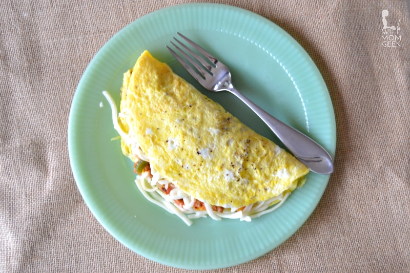 Stuffed Pepper Omelet – Low Carb Breakfast