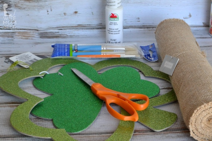 materials for burlap shamrock banner