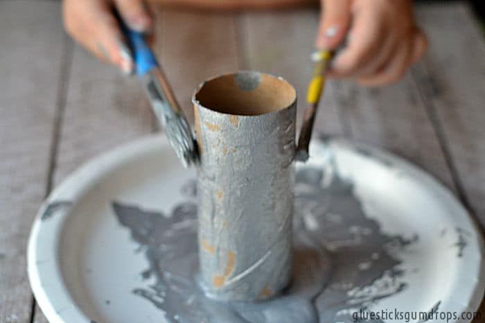 painting-toilet-paper-tubes