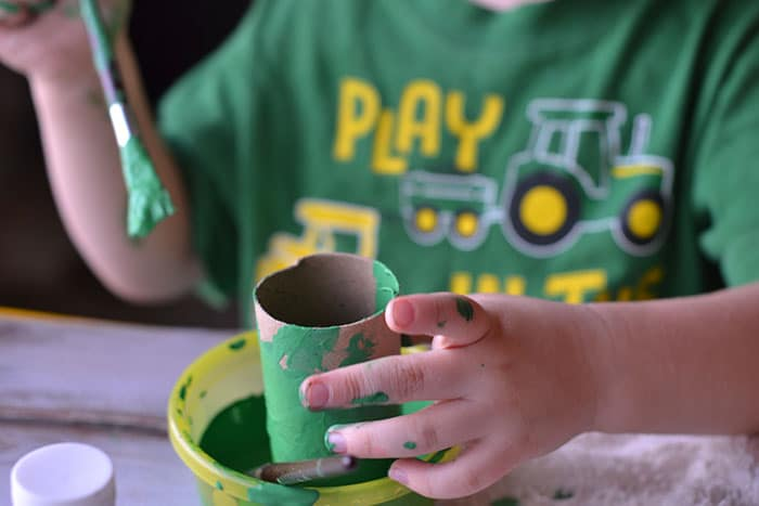 painting toilet paper tubes green 2