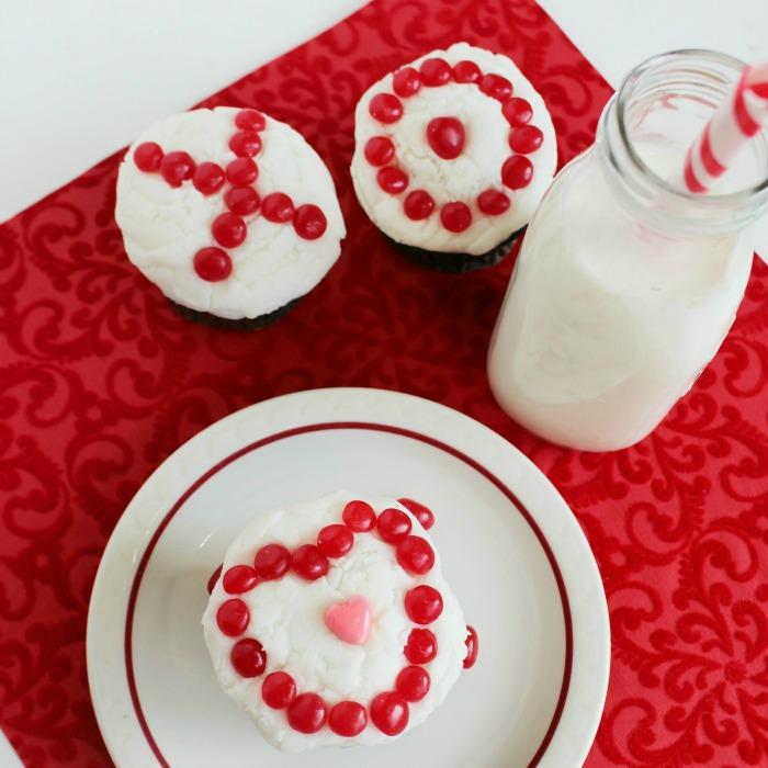 Dark Chocolate Valentine Cupcakes With Vanilla Buttercream Frosting