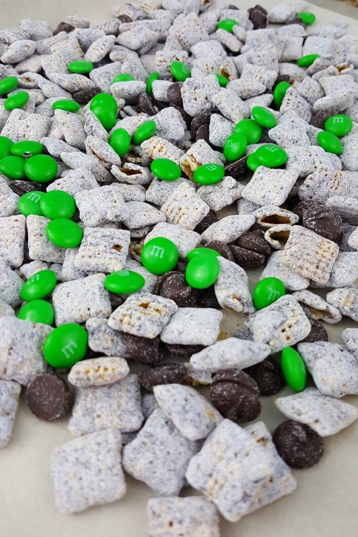 Your kids will love this recipe for St. Patrick's Day Muddy Buddies (aka puppy chow). It's delicious!