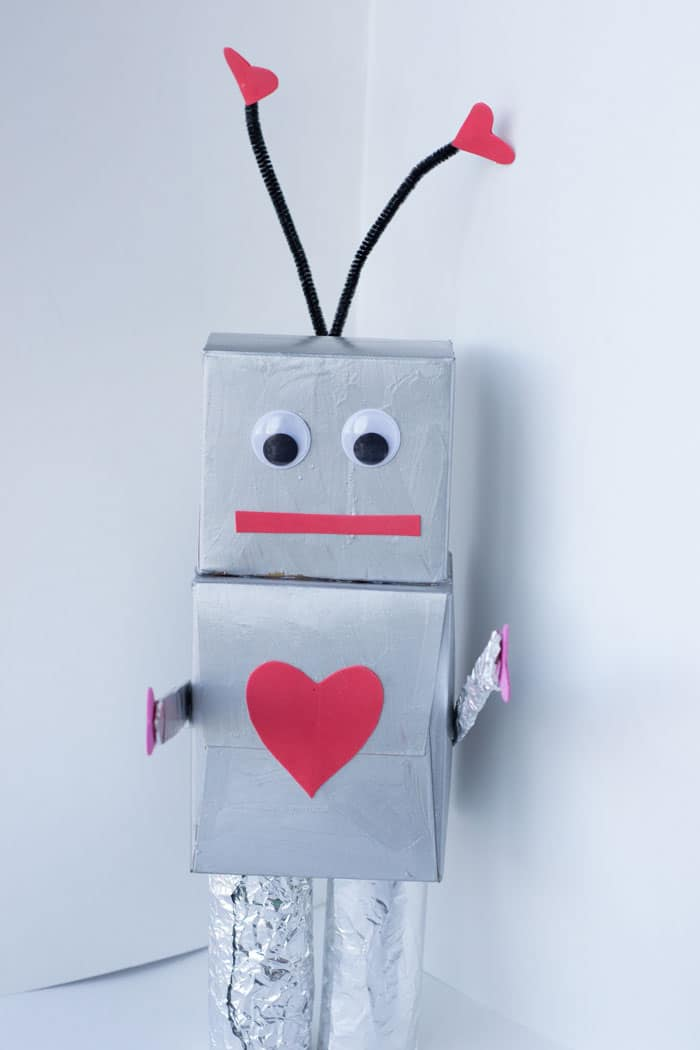 standing-up-robot-valentine-box