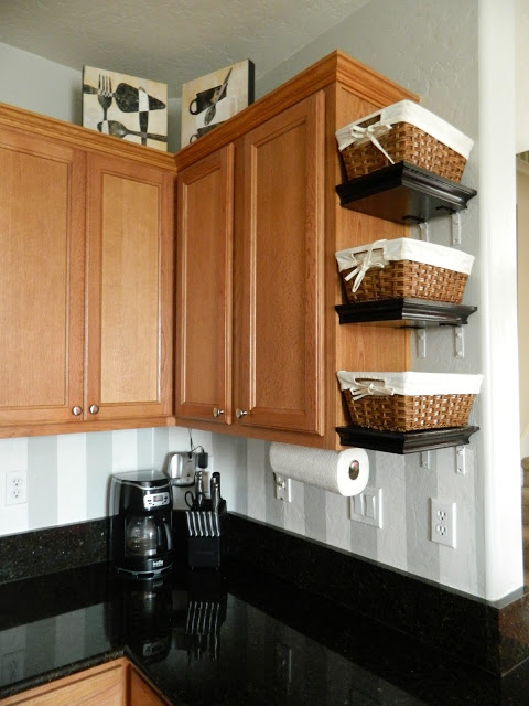 15 clever ways to get rid of kitchen counter clutter for Perfect kitchen organization