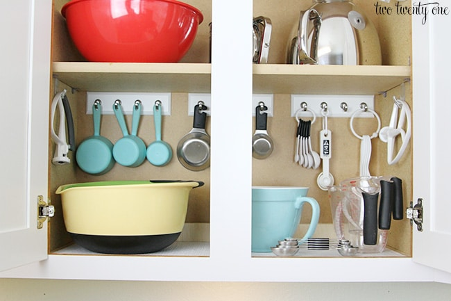 13 Brilliant Kitchen Cabinet Organization Ideas - Glue Sticks And