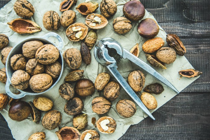 nuts can help carb hunger on low carb diet