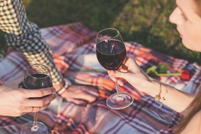 Spring date ideas - go for a picnic with your significant other