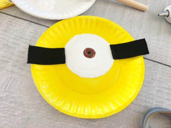 Minion Paper Plate Craft Steps 3 and 4 & Minion Paper Plate Craft for Kids - Easy Rainy Day Activity