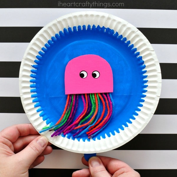 paper plate jellyfish craft with movable jellyfish