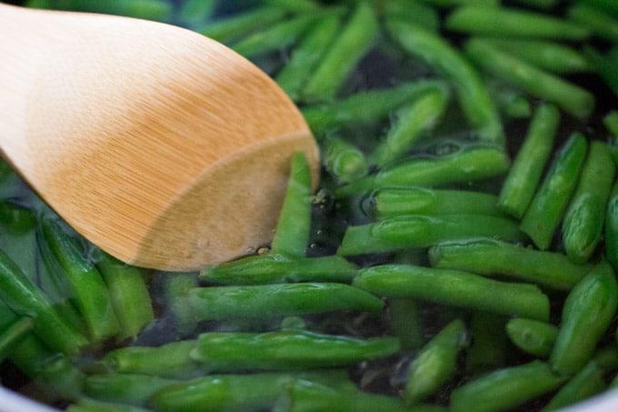 Blanching the fresh green beans