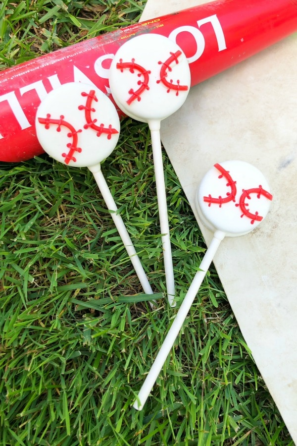Baseball Snack Idea for the Team - Oreo Pops