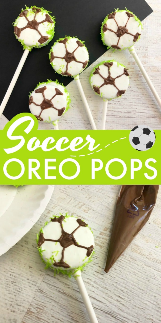 These Soccer Oreo Pops make a great team snack! These are a definite soccer mom win.