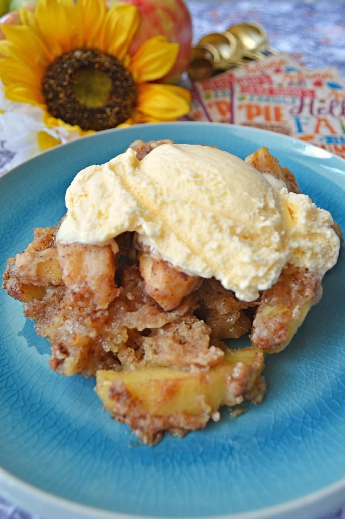 Simple and Easy Crock Pot Apple Cobbler