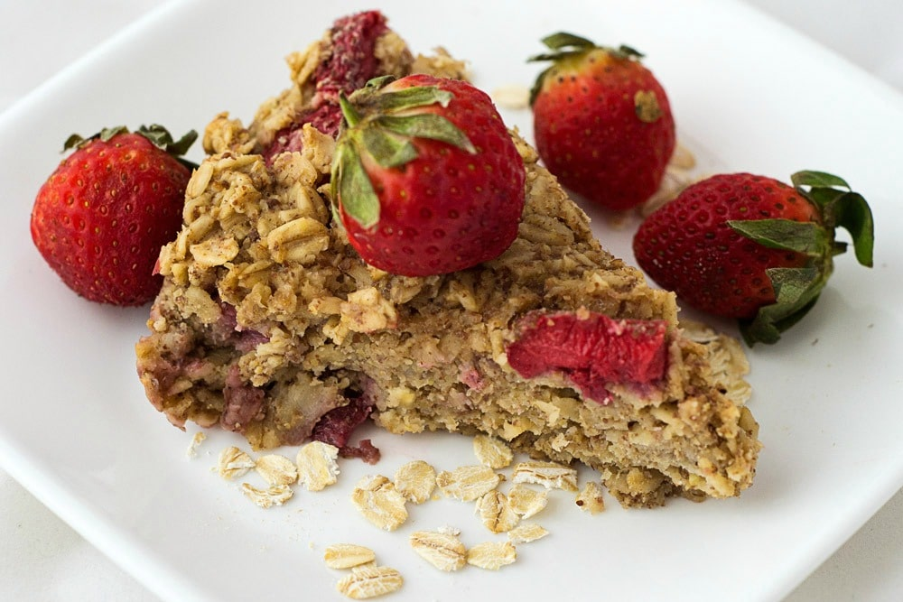 vegan baked strawberry oatmeal