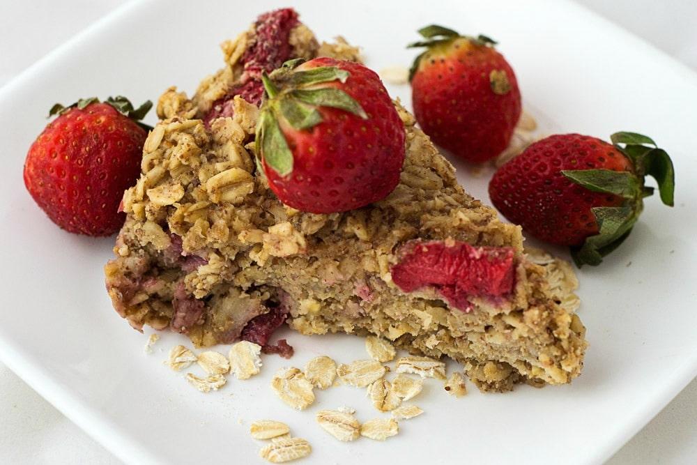 vegan baked strawberry oatmeal