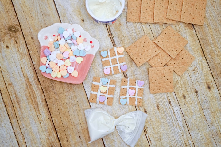 graham cracker tic tac toe boards with conversation heart playing pieces