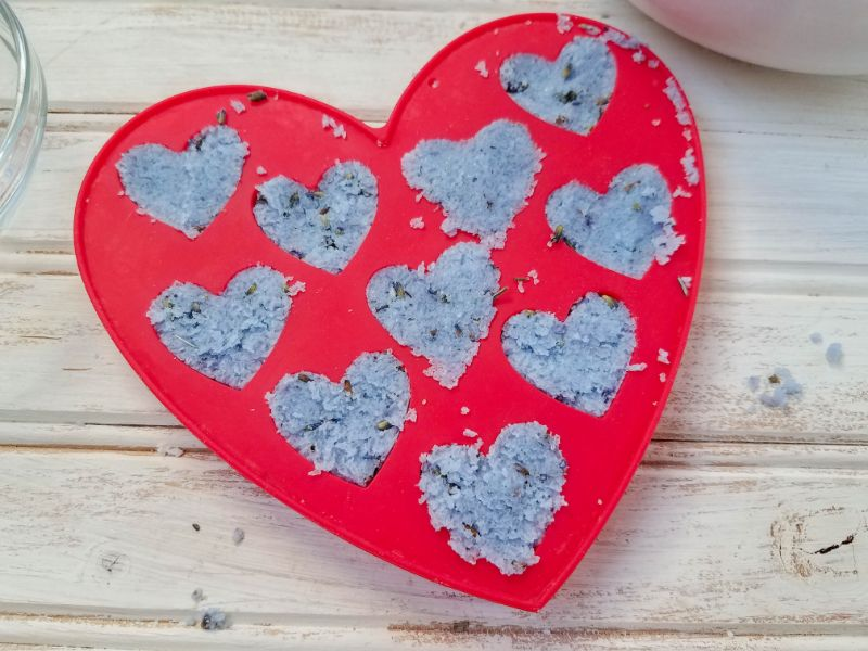 ingredients for the shower melts in the heart-shaped mold
