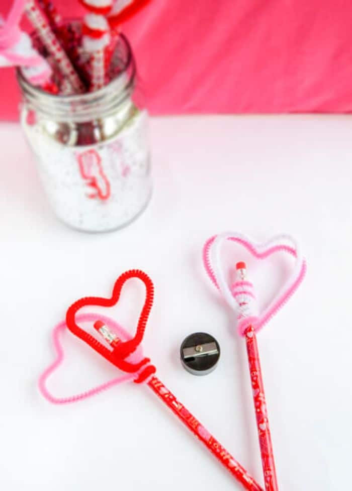 pipe cleaner heart pencil toppers