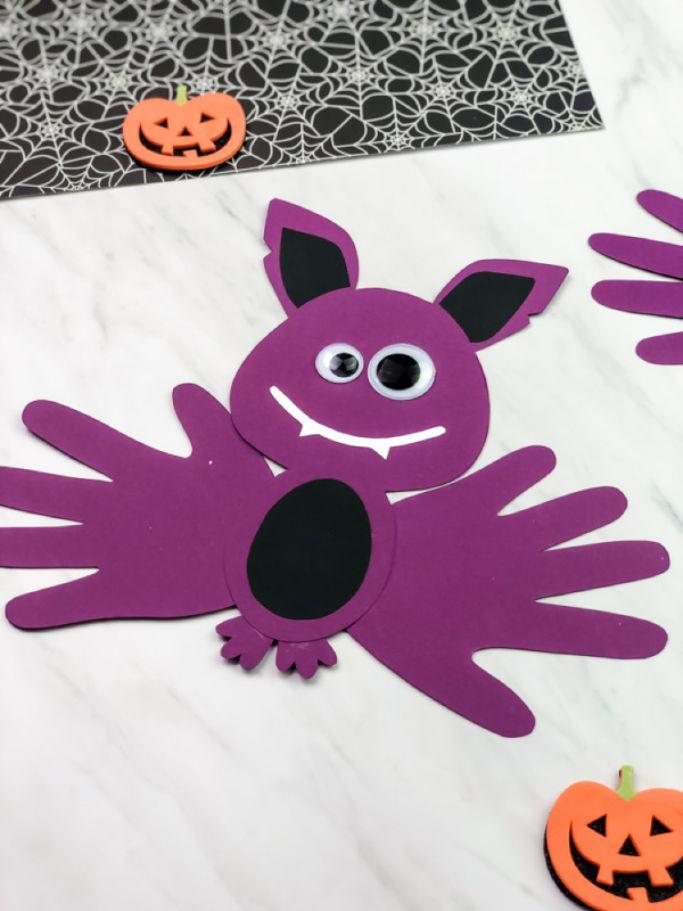 handprint bat by Simple Everyday Mom