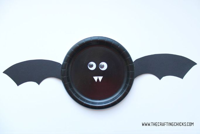 bat paper plate craft by The Crafting Chick