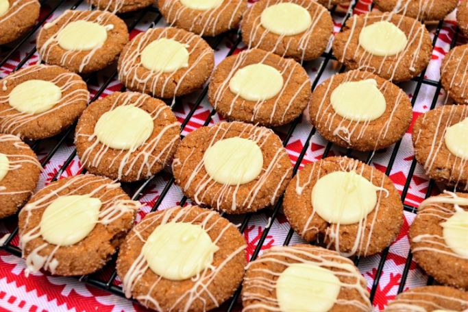 thumbprint gingerbread cookies with eggnog filling