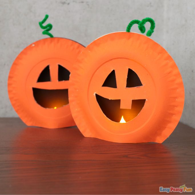 light up pumpkin paper plate craft by Easy Peasy and Fun