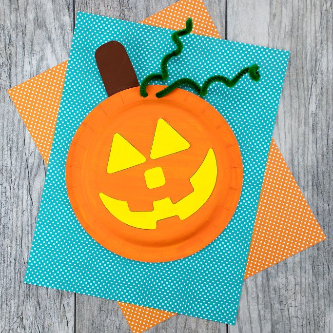 paper plate pumpkin by Fireflies and Mud Pies