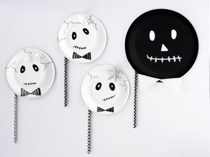 skeleton paper plate crafts by Hello Wonderful